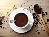 Použijte kávovou sedlinu k úklidu. Je to jednoduché a nic to nestojí.