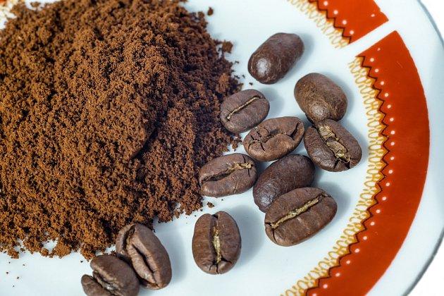 Jako vynikající pohlčovač pachu v chladničce funguje mletá káva.