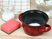 Připáleniny z hrnců vyčistí soda
