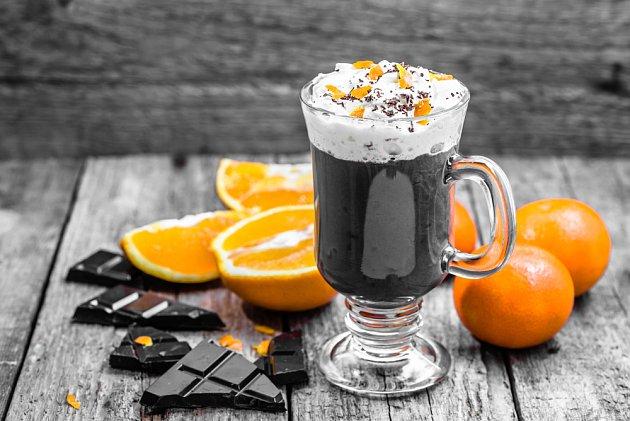 čokoládu můžete ochutit i kousky pomerančové kůry