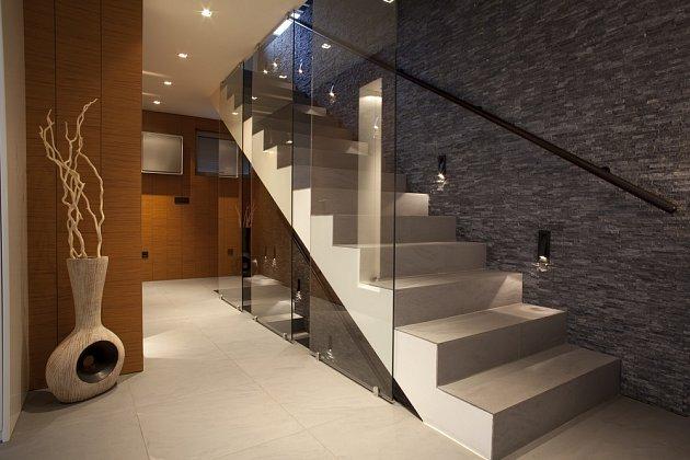 Sklo odlehčí prostor schodiště