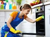 Budete-li čistit troubu průběžně, půjde vám práce rychleji od ruky.