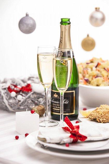 Smažený kapr je poměrně tučné jídlo. Vhodné víno může pomoci s trávením.