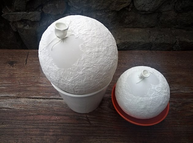 Papírové ubrousky musí na povrchu balonků dokonale vyschnout, ideálně přes noc.