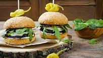 Bezmasé burgery můžete vyšperkovat dle chuti.