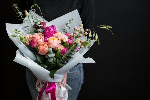 I darování květin je svázáno pravidly společenské etikety