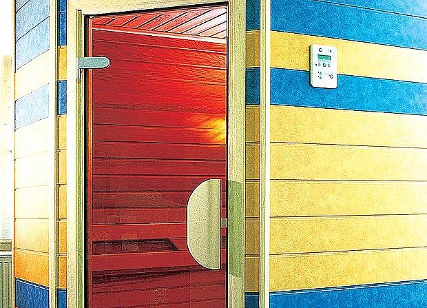 Trendem jsou prosklené dveře, které oceníte zejména u menších infrakabin