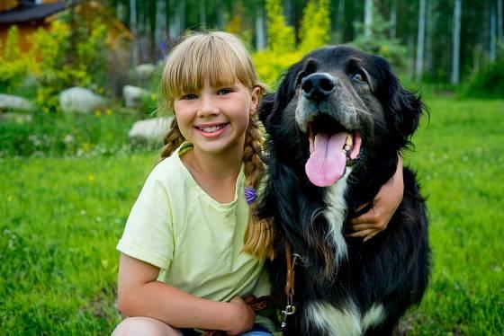 K větším dětem je vhodné i větší psí plemeno.