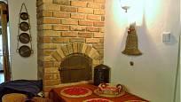 Návštěva na chalupě v Orlických horách: Z minula se v kuchyňce zachovala pec