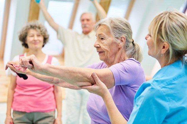 POmáhá jakákoli aerobní aktivita, nezbytná je však také cílená fyzioterapie