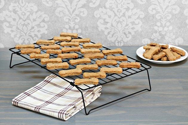 Než sušenky nabídnete psovi, vždy je nechejte důkladně vychladnout.