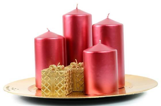 Svíčky na talíři dozdobte podle svého vkusu