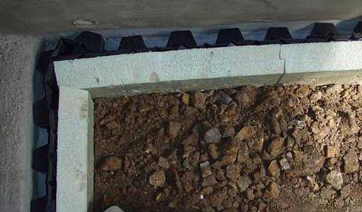 Obložení zdiva fólií s výstupky a zateplení extrudovaným polystyrenem, foto Lukáš Balík
