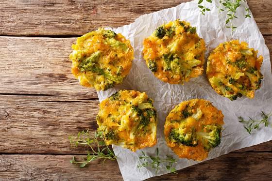 Zapékané s brokolicí a sýrem uspokojí i masožrouty.
