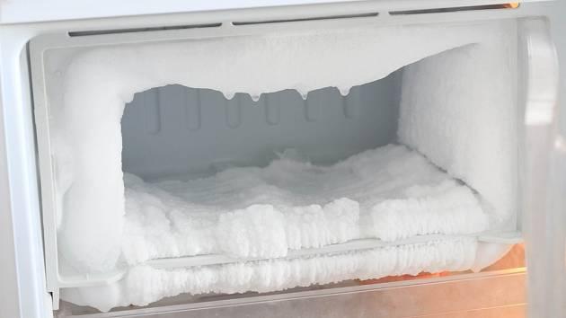 Zvlášť starší typy lednic a mrazáků mají problém s odpařováním a tvorbou námrazy