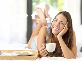 Káva stimuluje náš mozek a skutečně podporuje hubnutí.