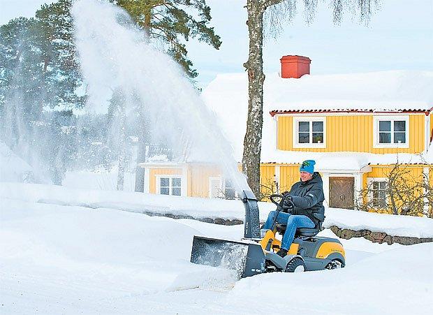 sněžné frézy s pojezdem vpřed i vzad