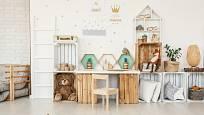 Dřevěné bedýnky se hodí nejen jako doplněk interiéru, ale i jako náhrada nábytku, například do dětského pokoje.