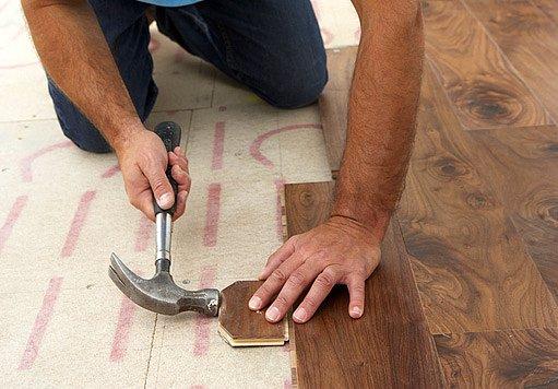 dřevená lamelová podlaha