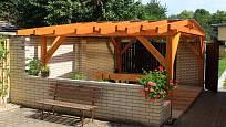 Pergola by měla dobře ladit s domem i zahradou.