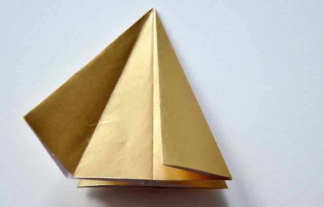 Výroba skládané vánoční ozdoby z papíru