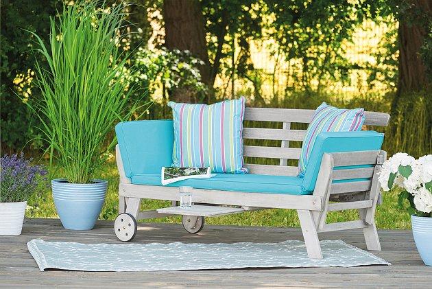 Dřevěný nábytek můžete zvolit v různých barvách.