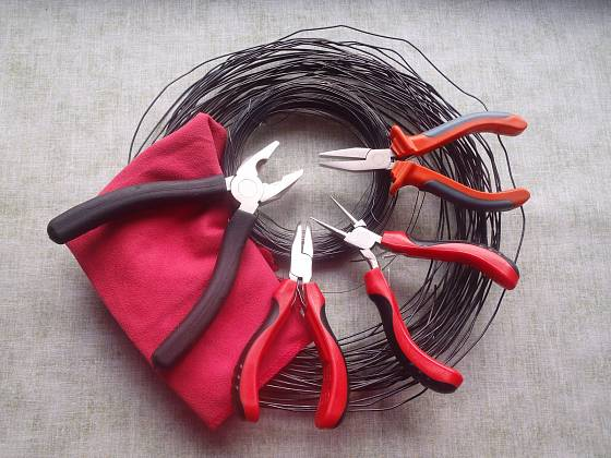 Pomůcky pro výrobu drátěných košíčků