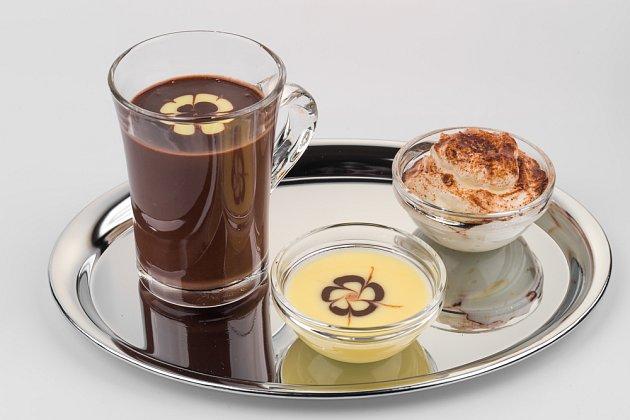 šlehačku nedávejte přímo do šálku s čokoládou, ale raději ji servírujte samostatně.