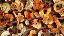 V sušičce lze konzervovat ovoce, ale i mnohé další plody