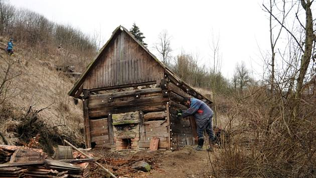 U spousty starých staveb bývá složená i velká materiálová rezerva, která se vám bude určitě hodit.