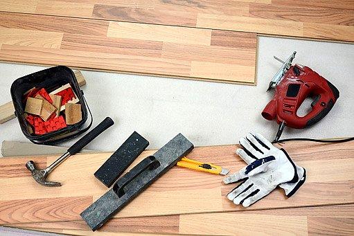 nářadí na pokládku podlahy