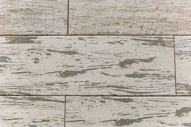 Patinování dřevěné podlahy.