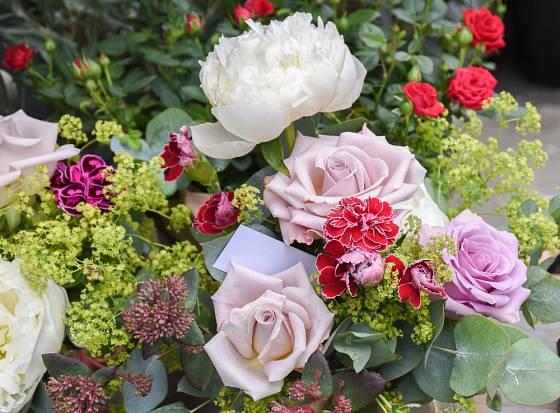 Růže a kontryhel jdou k sobě skvěle.