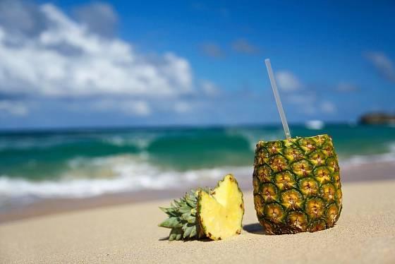 Čerstvá ananasová šťáva je velmi zdravá.
