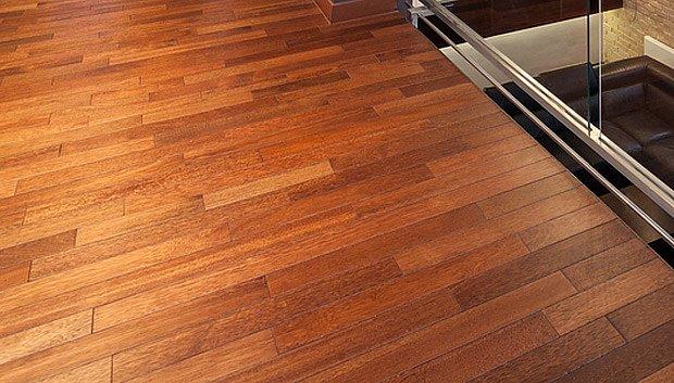 Dřevěná podlaha vyžaduje péči