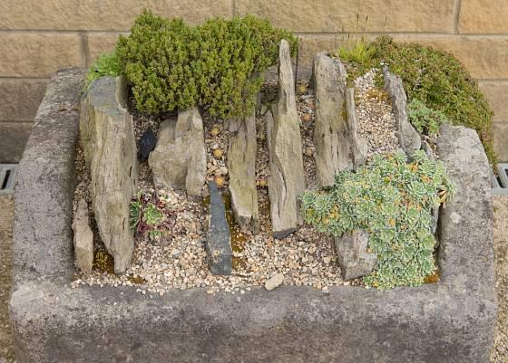 I skalka v kamenném korytě nabízí zajímavé možnosti uspořádání a osázení.