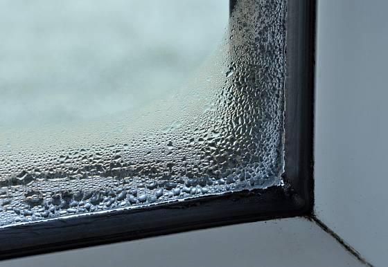 Srážení vlhkosti je problém spíše nezateplených domů
