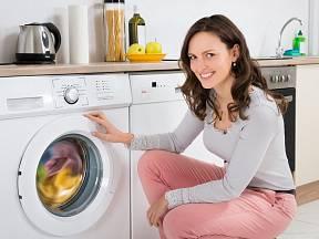 Vyprané prádlo by mělo i vonět - proto je potřeba vyčistit občas pračku