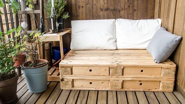 Pokud chceme zachovat strukturu dřeva, zvolíme lazuru