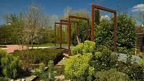 Portugalské zahradě v Garden Tulln na jaře vévodí mohutné pryšce.