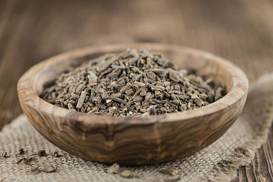 Léčivou částí kozlíku lékařského je oddenek - ze sušeného můžete připravit odvar