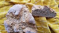 Hotový Soda Bread můžeme krájet i klasické krajíce.