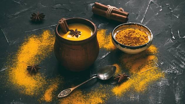 Zlaté mléko. Elixír, který pročistí ledviny, zhubnete a zlepší spaní