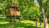 Zahradní domek pro děti jako stvořený k dobrodružným hrám.