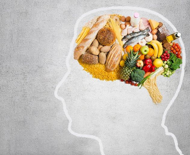 Mořské ryby, ovoce, zelenina, celozrnné pečivo... a mozek je spokojen.