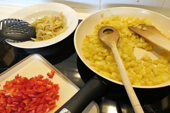 Do španělské tortilly můžeme přidat například papriku.