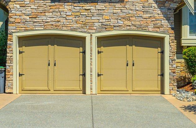 """I tahle dvoukřídlá vrata dnes mohou mít svůj """"pípák""""."""