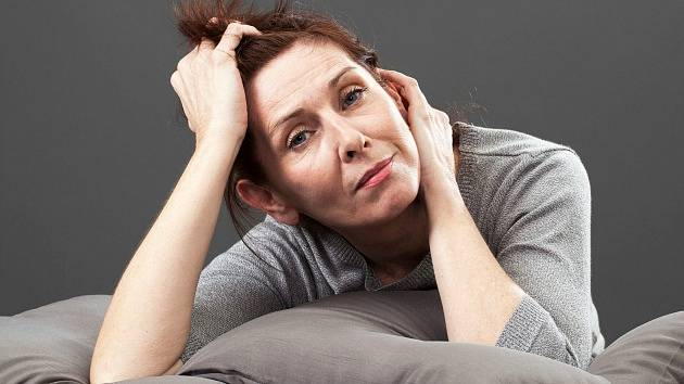 Nepříjemné příznaky menopauzy trápí stále více žen.