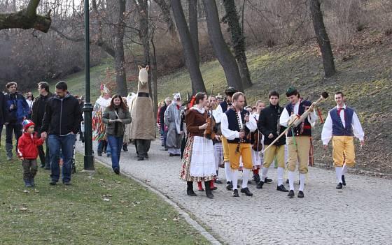 Masopustní průvod v Kinského zahradě na pražském Smíchově.