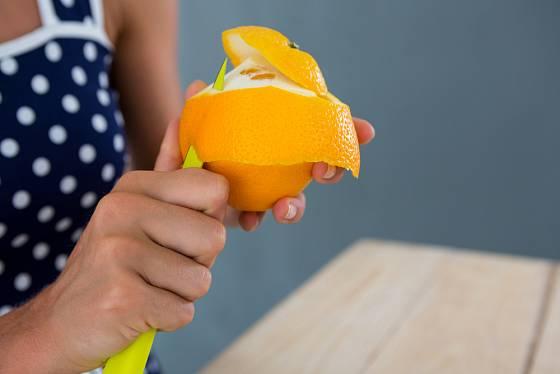 Kůra z citrusů se hodí při úklidu